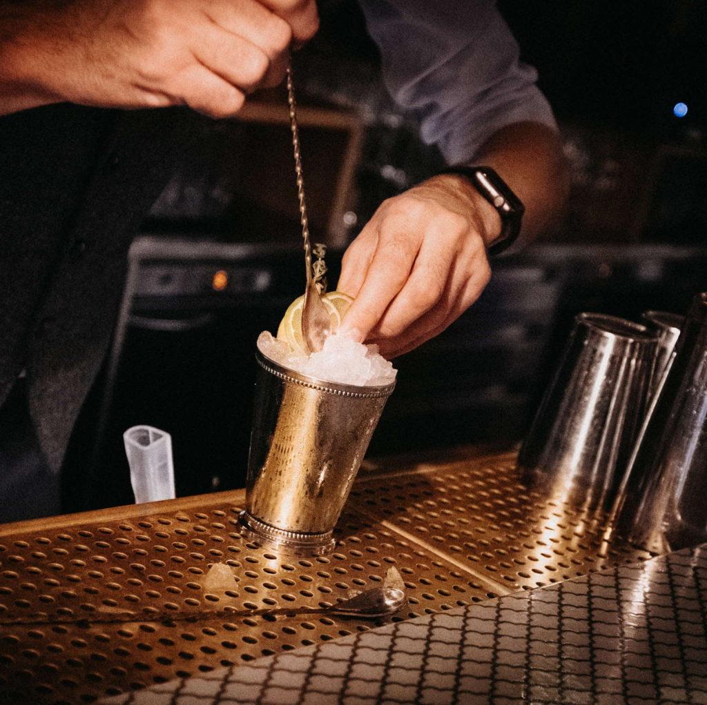 bartender preparing a Gnista cocktail